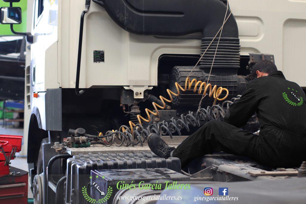 Taller mecánico de camiones