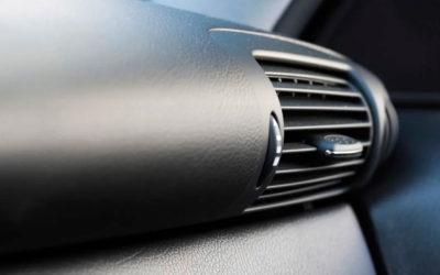 Por qué el aire acondicionado del coche huele mal